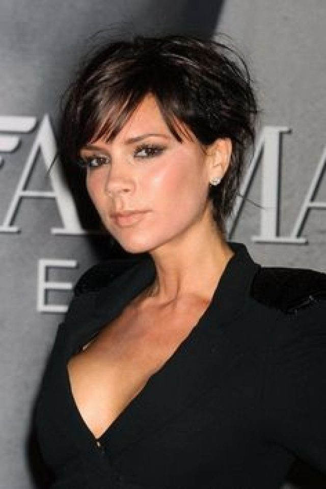 Coupe cheveux courts femme brune